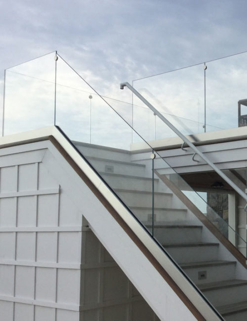 Fixed glass panels on a stair case
